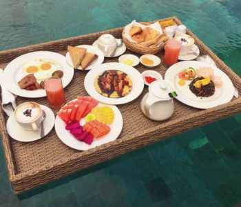 villa in ubudFloating Breakfast 001