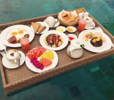 villa in ubudFloating Breakfast 001